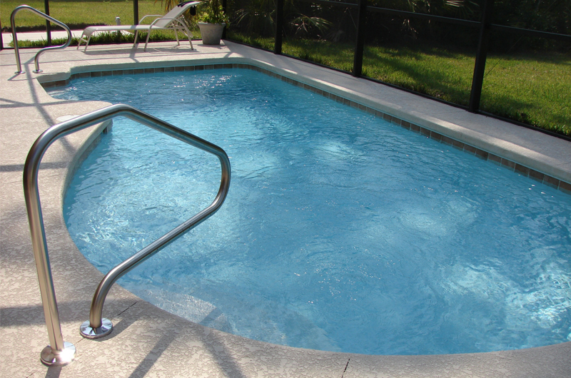 commercial pool maintenance